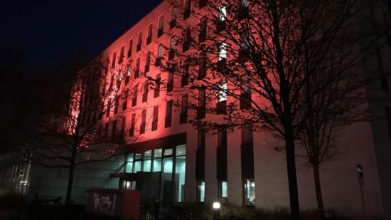 Orange Day - Das Haus der Region Hannover wird Orange angestrahlt