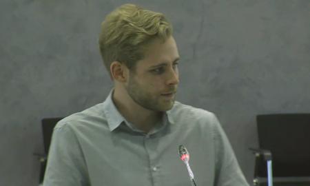 Der SPD-Regionsabgeordnete Sven Rühmeier bei seiner Rede bei der Regionsversammlung am 25.05.2021